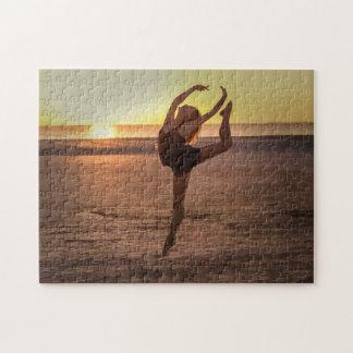 Ballet en el rompecabezas de la playa