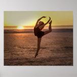 Ballet en la impresión o el poster de la playa