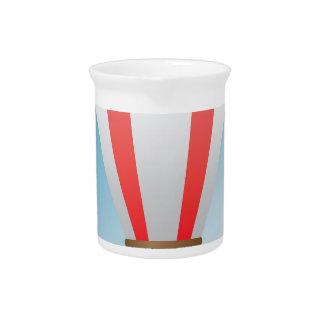 Balón de aire rojo blanco jarra de beber