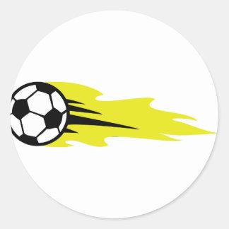 balón de fútbol ardiente etiqueta redonda