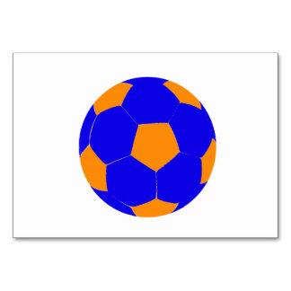 Balón de fútbol azul y anaranjado