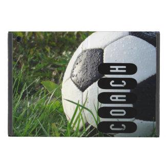 Balón de fútbol blanco y negro en hierba verde iPad mini protectores