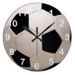 Balón de fútbol blanco y negro reloj