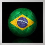 Balón de fútbol brasileño gastado de fútbol de ban posters