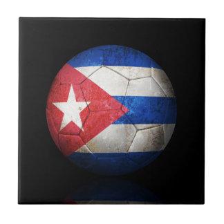 Balón de fútbol cubano gastado de fútbol de bander azulejo