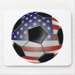 Balón de fútbol de la bandera de los E.E.U.U. Alfombrillas De Ratones