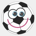 Balón de fútbol del dibujo animado etiqueta redonda