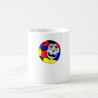 Balón de fútbol del dibujo animado tazas de café