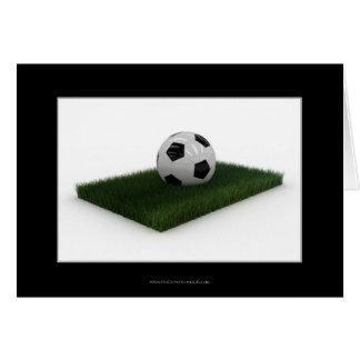 Balón de fútbol en el remiendo del césped - tarjet felicitación