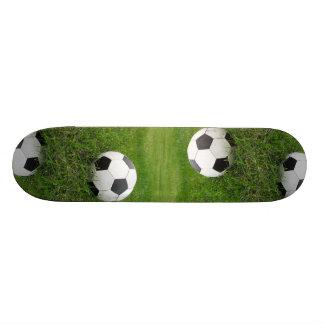 Balón de fútbol en hierba patin