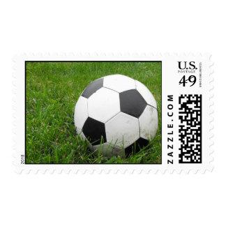 Balón de fútbol en hierba sello postal