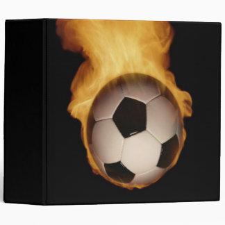 Balón de fútbol en la carpeta de Avery del fuego
