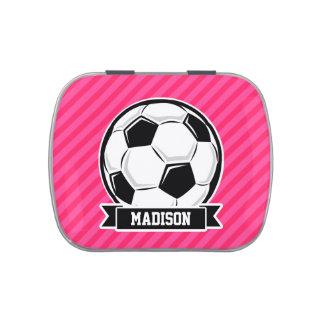 Balón de fútbol en las rayas rosadas de neón latas de caramelos