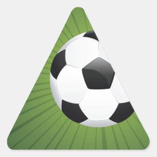 Balón de fútbol en los rayos Background2 Pegatina Triangular