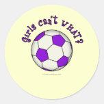Balón de fútbol en púrpura etiqueta redonda