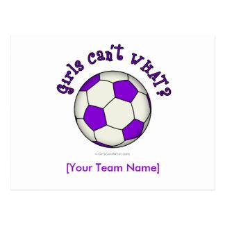 Balón de fútbol en púrpura postal