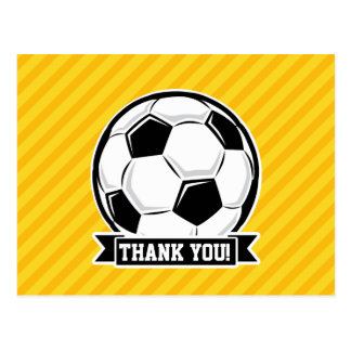 Balón de fútbol en rayas amarillas tarjeta postal