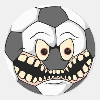 balón de fútbol feroz enojado pegatina redonda