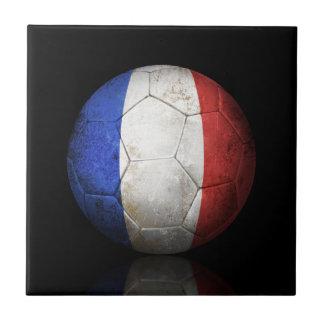 Balón de fútbol francés gastado de fútbol de bande azulejos ceramicos