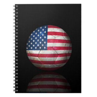 Balón de fútbol gastado de fútbol de bandera ameri cuadernos