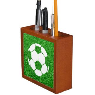 Balón de fútbol herboso en césped organizador de escritorio
