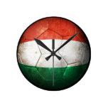 Balón de fútbol húngaro gastado de fútbol de bande relojes
