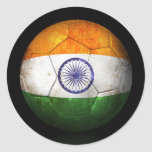 Balón de fútbol indio gastado de fútbol de bandera pegatinas redondas