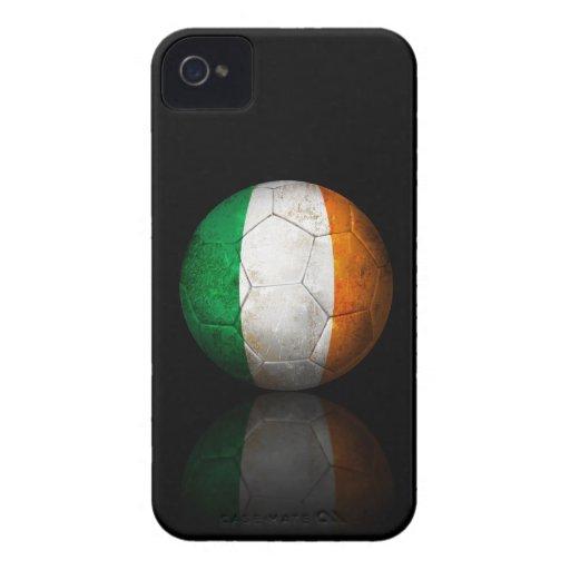 Balón de fútbol irlandés gastado de fútbol de band iPhone 4 protector