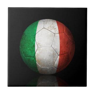 Balón de fútbol italiano gastado de fútbol de band azulejos ceramicos