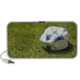 Balón de fútbol plano en la hierba, Alemania Mini Altavoces