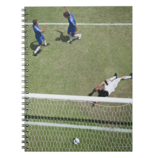 Balón de fútbol que falta del portero del fútbol spiral notebook