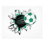 balón de fútbol que rasga a través tarjetones