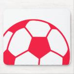 Balón de fútbol rojo del escarlata alfombrillas de ratón