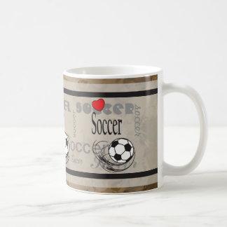 Balón de fútbol rojo del subterráneo del corazón taza de café