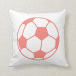 Balón de fútbol rosado coralino almohada