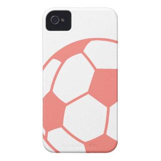 Balón de fútbol rosado coralino iPhone 4 Case-Mate cárcasas
