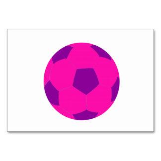 Balón de fútbol rosado y púrpura