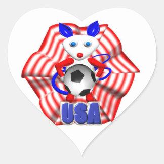 Balón de fútbol sostenido por el ratón que rugió pegatina