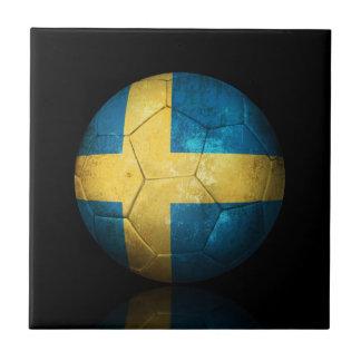 Balón de fútbol sueco gastado de fútbol de bandera teja cerámica