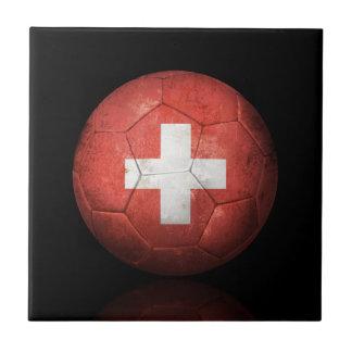Balón de fútbol suizo gastado de fútbol de bandera tejas  cerámicas