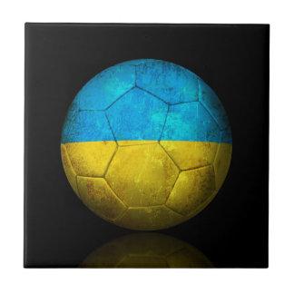 Balón de fútbol ucraniano gastado de fútbol de ban tejas