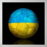 Balón de fútbol ucraniano gastado de fútbol de ban poster