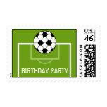 Balón de fútbol y fiesta de cumpleaños del campo d sello