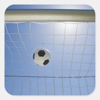 Balón de fútbol y meta 2 pegatina cuadrada