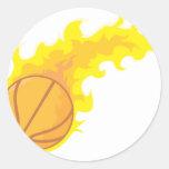 Baloncesto caliente llameante etiquetas redondas