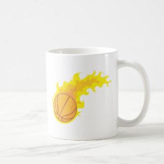 Baloncesto caliente llameante tazas de café