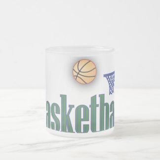 Baloncesto con la red de la bola n taza de cristal