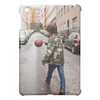 Baloncesto de goteo del adolescente