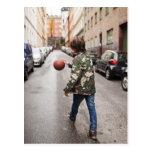 Baloncesto de goteo del adolescente tarjetas postales