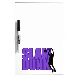 Baloncesto de la clavada pizarra blanca